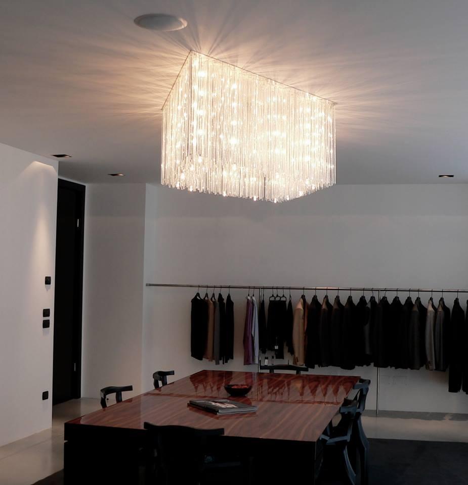 Pluie lumineuse le lustre moderne au design intemporel for Les lustres modernes