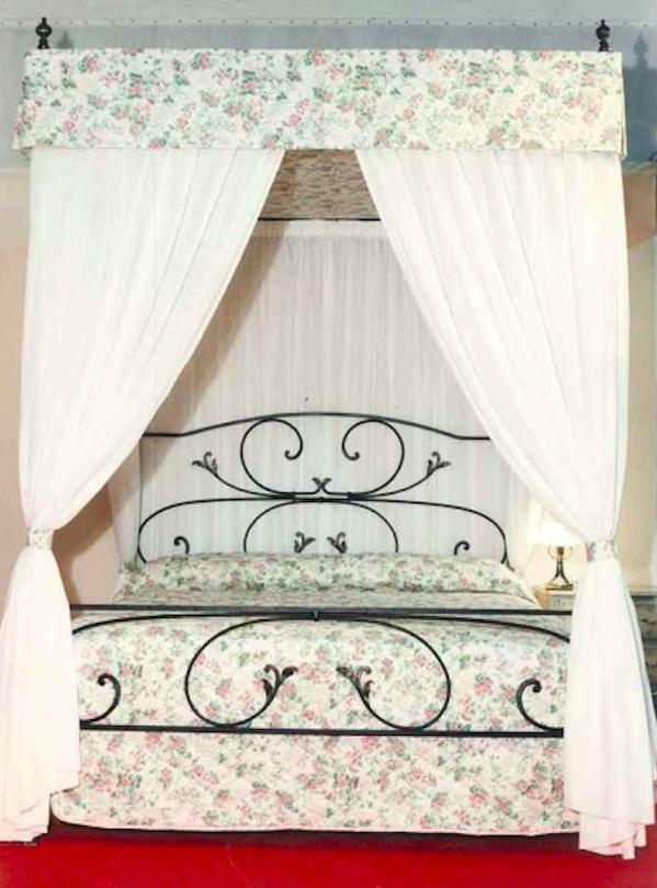 lit artisanal baldaquin en fer forg luxury chandeliers. Black Bedroom Furniture Sets. Home Design Ideas
